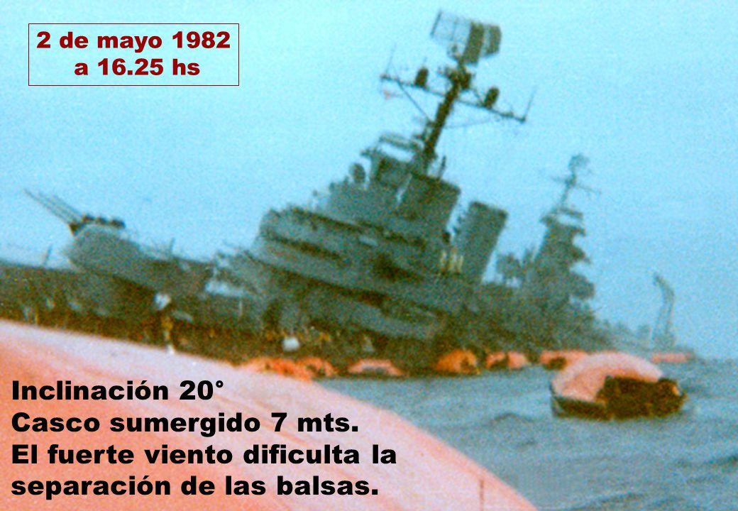 2 de mayo 1982 a 16.25 hs Inclinación 20° Casco sumergido 7 mts. El fuerte viento dificulta la separación de las balsas.