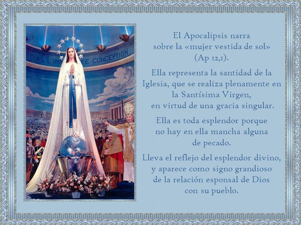 En Lucas 1:28 el ángel Gabriel enviado por Dios le dice a la Santísima Virgen María «Alégrate, llena de gracia, el Señor está contigo.».