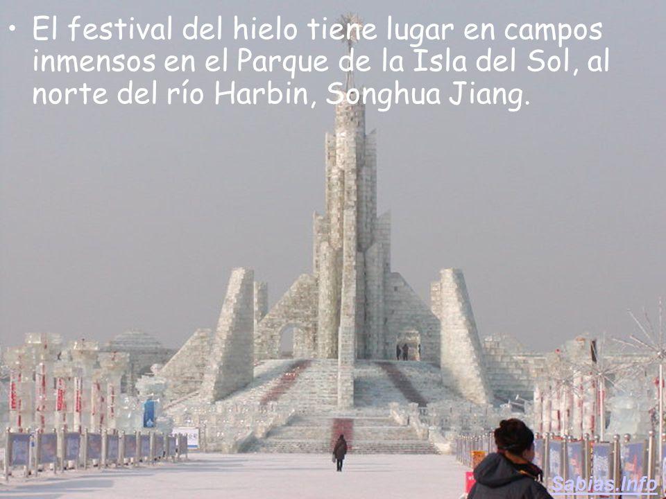 Los residentes de Harbin celebran el largo invierno, con el festival anual de esculturas de nieve y hielo.Los residentes de Harbin celebran el largo i