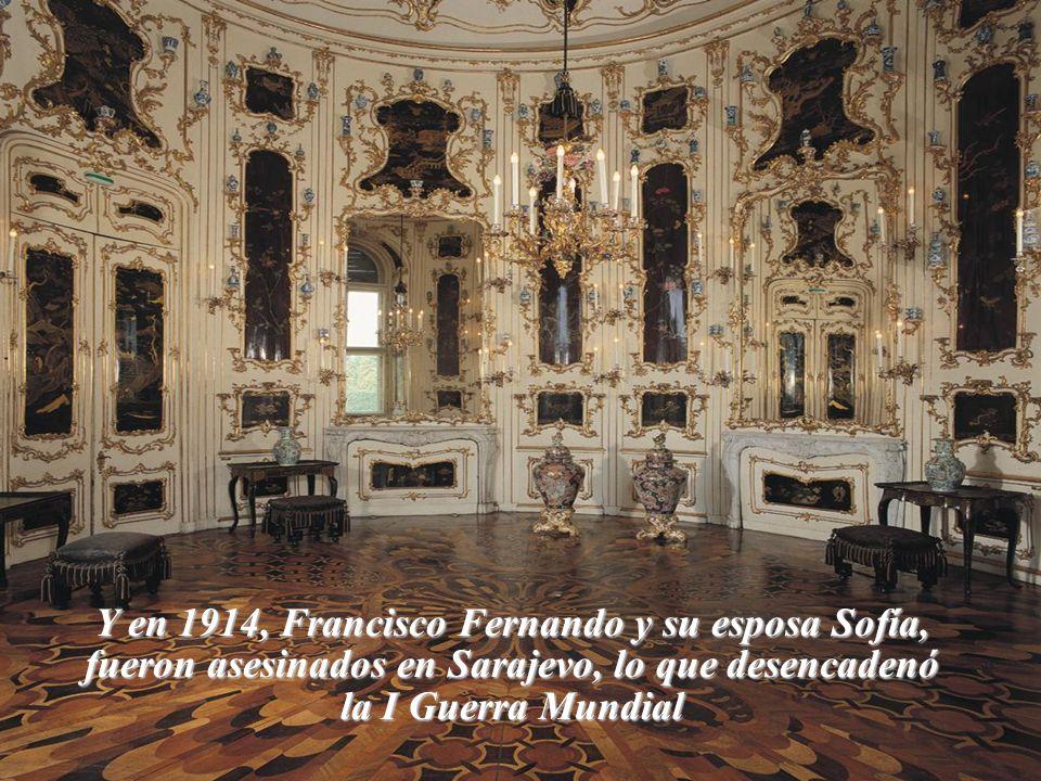 En 1898 en un viaje a Ginebra, un terrorista italiano asesinó a Sissi de una puñalada en el corazón.