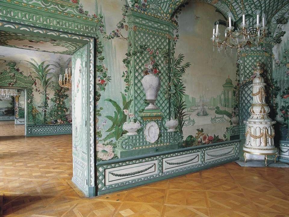 Hoy, los visitantes de Schönbrunn, admiran sus tesoros recor- dando a la bella Sissi, emperatriz de Austria y reina de Hun- gría, cuando Viena era la