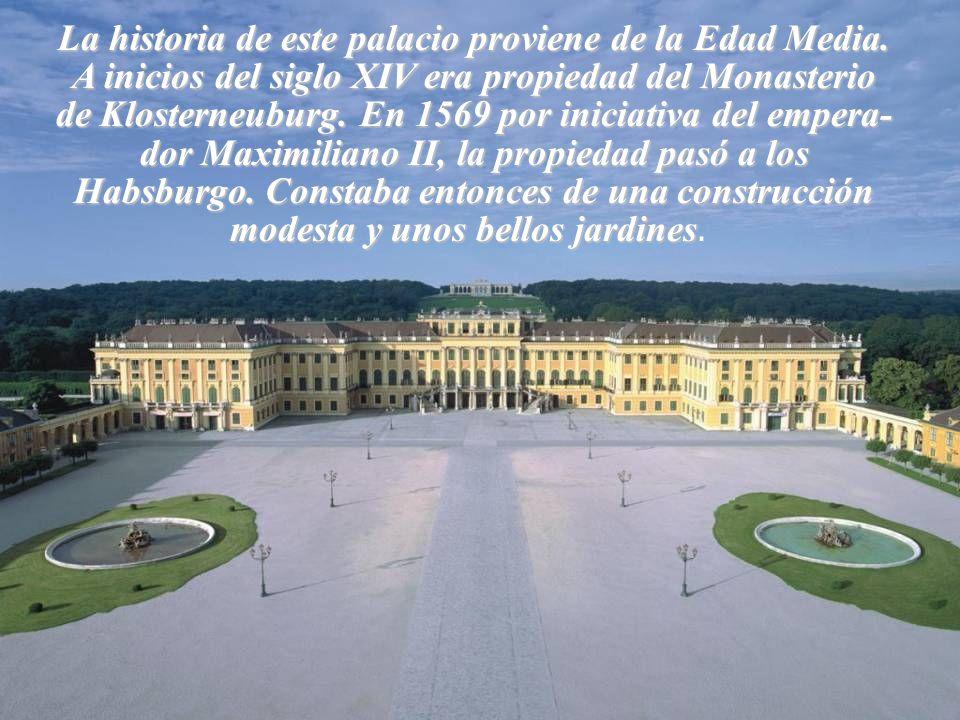 La historia de este palacio proviene de la Edad Media.