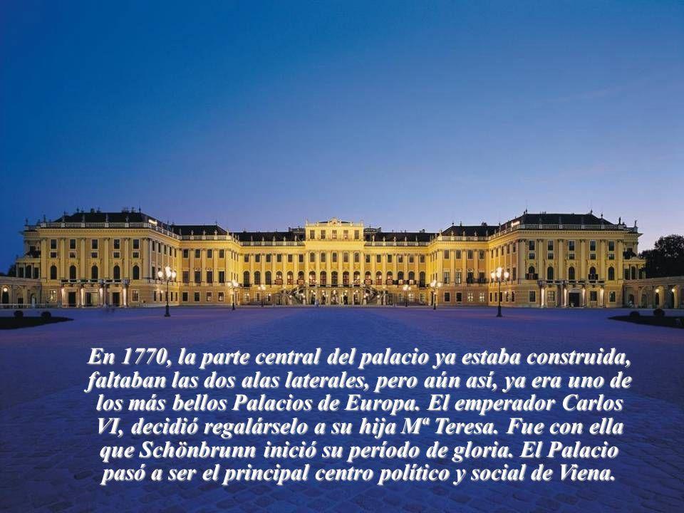 Debido a las guerras, la conservación de Schonbrunn cayó en un estado deplorable. Hasta que en 1686, el emperador Leopoldo VIII, decidió reformar tota