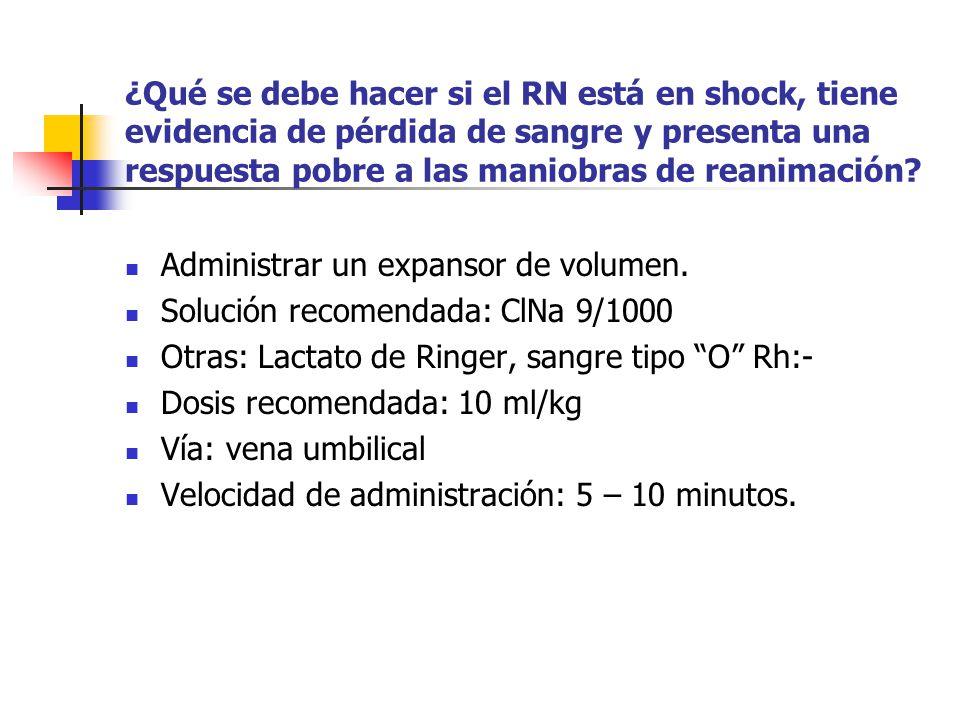 ¿Qué se debe hacer si el RN está en shock, tiene evidencia de pérdida de sangre y presenta una respuesta pobre a las maniobras de reanimación? Adminis
