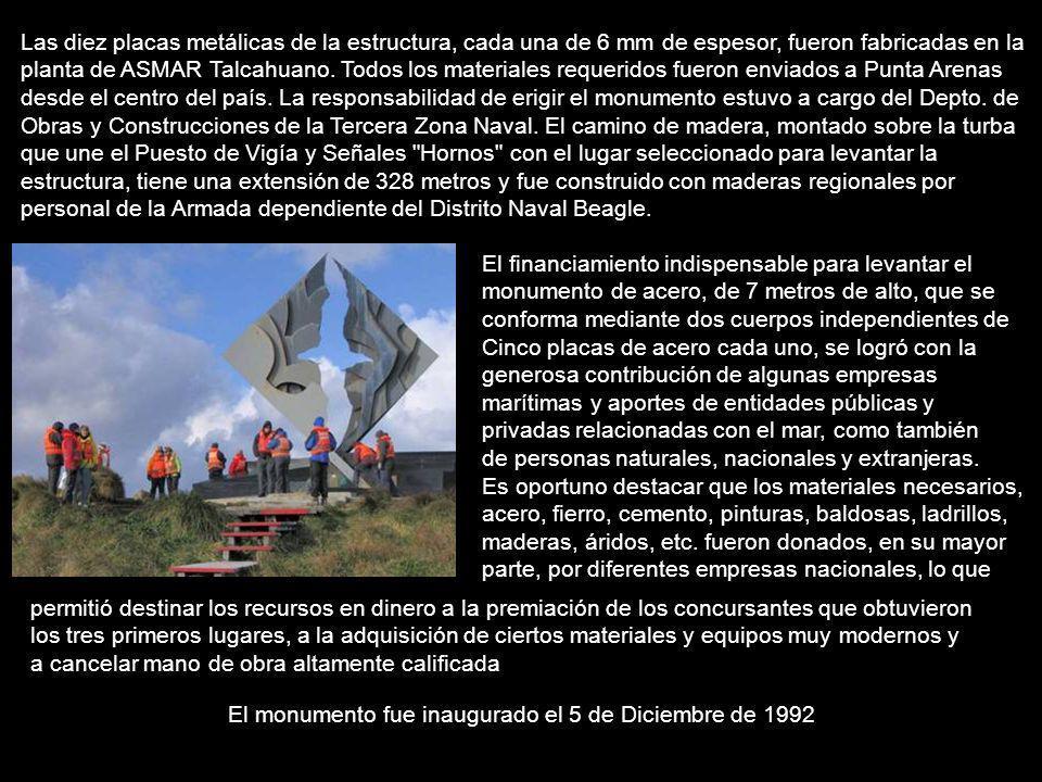 El monumento fue inaugurado el 5 de Diciembre de 1992 Las diez placas metálicas de la estructura, cada una de 6 mm de espesor, fueron fabricadas en la