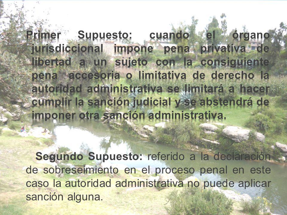 Segundo Supuesto: referido a la declaración de sobreseimiento en el proceso penal en este caso la autoridad administrativa no puede aplicar sanción alguna.