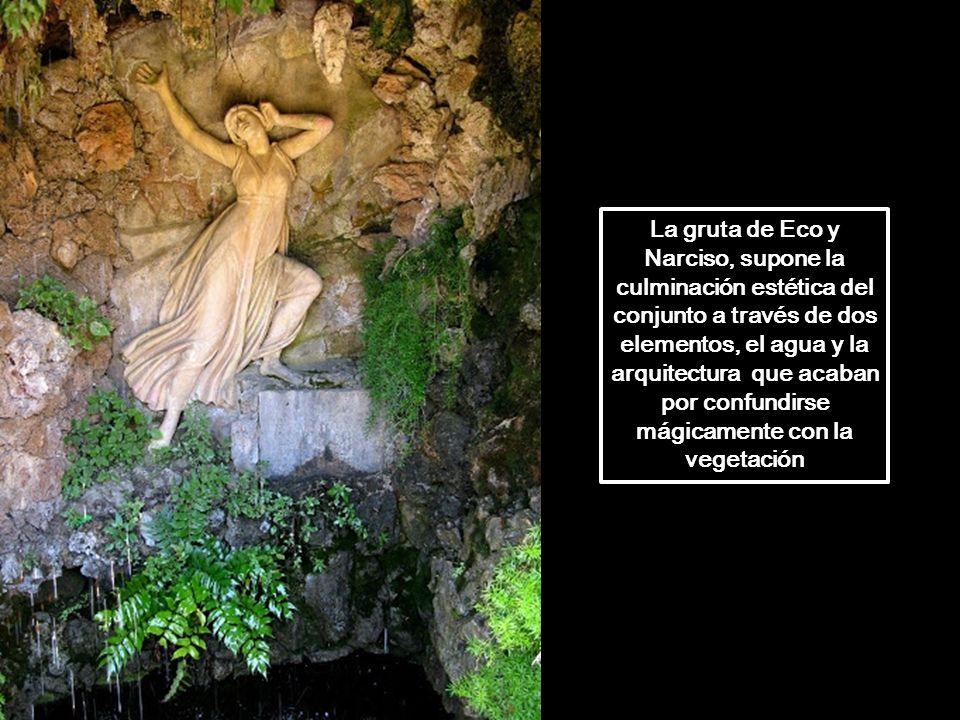 Estanque y escalera monumental que parte de la gruta de Eco y Narciso