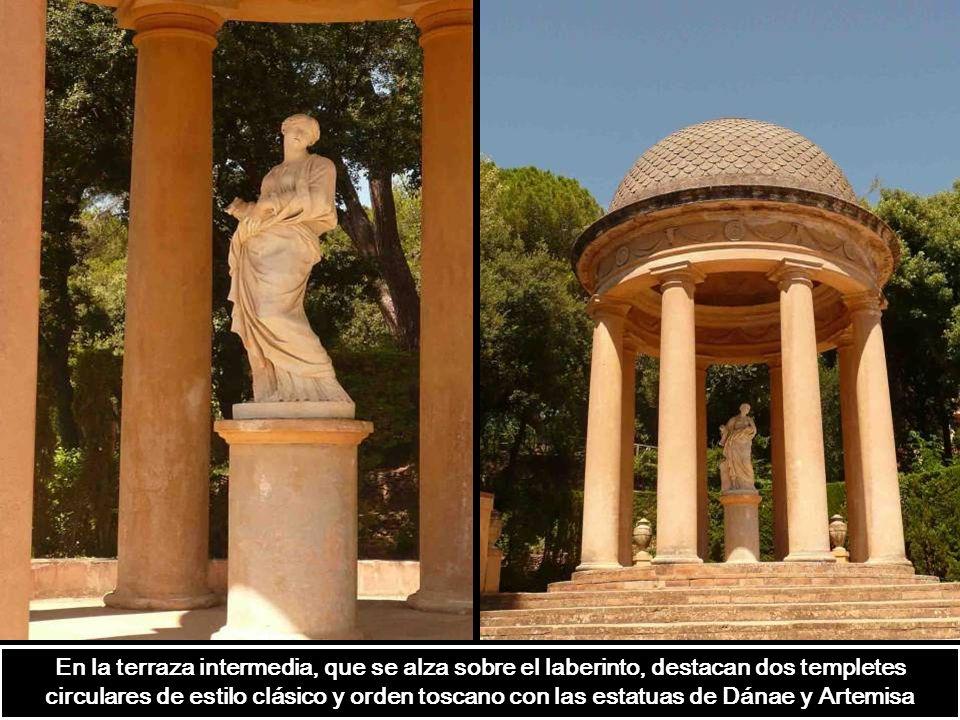 Templete circular de ocho columnas toscanas y cúpula semisférica que simula el cielo. Hace referencia al lugar que habitan los dioses. Desde este punt