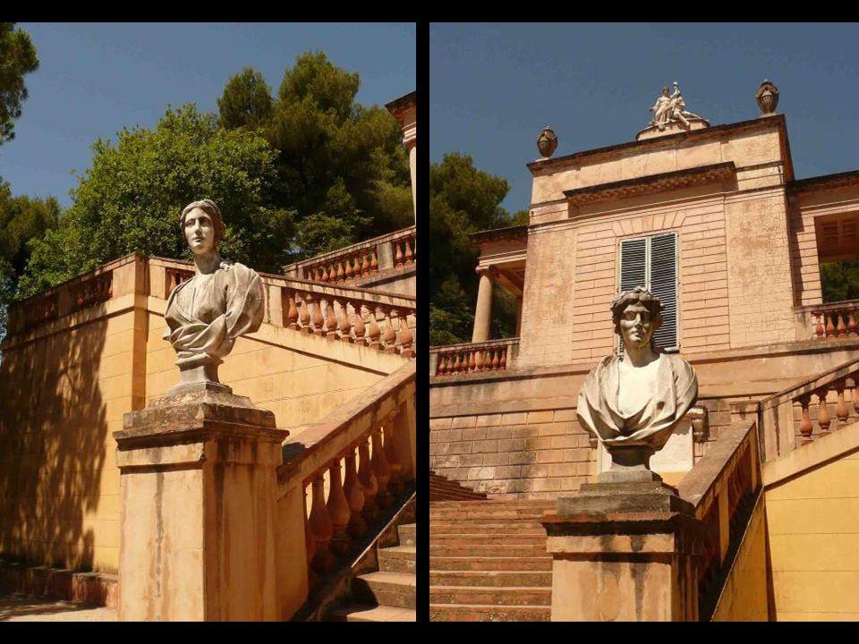 Pabellón de las Musas situado en la tercera terraza. Aparece coronado por un grupo escultórico que representa el arte y la naturaleza