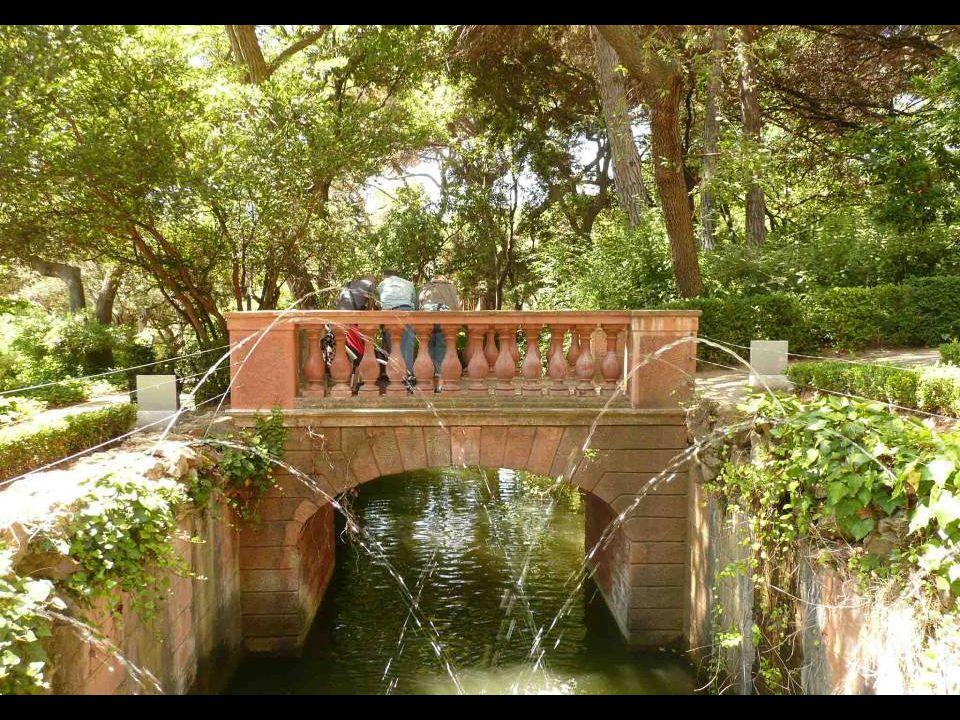A mediados del siglo XIX, los descendientes del marqués de Llupiá ampliaron el parque, bajo la dirección del arquitecto Elies Rogent, por el lado del