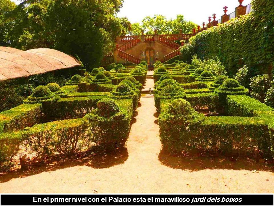 En el primer nivel con el Palacio esta el maravilloso jardí dels boixos