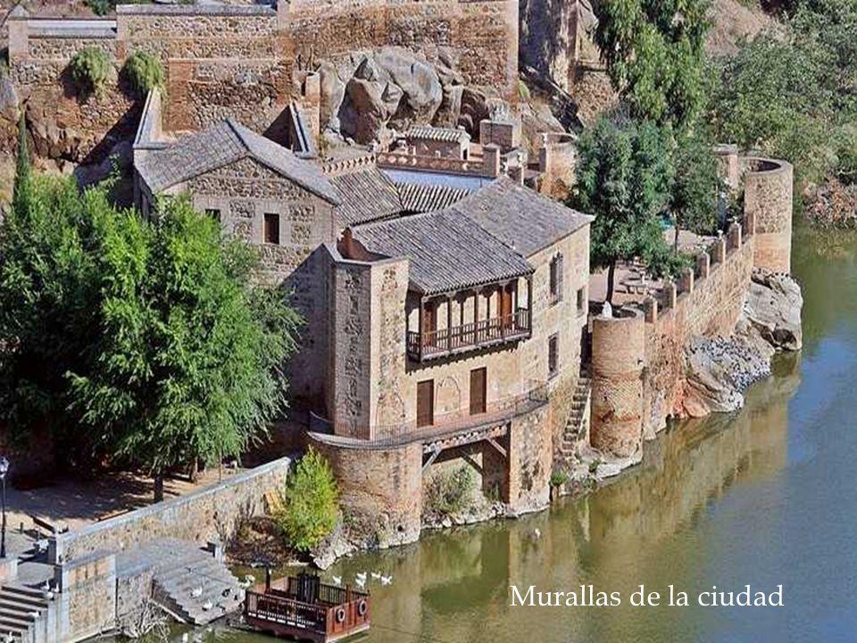 CATEDRAL DE TOLEDO Única en España y sólo por detrás en tamaño de la de Sevilla, la Catedral Primada de Toledo es una espectacular pieza de la arquitectura y el arte español.