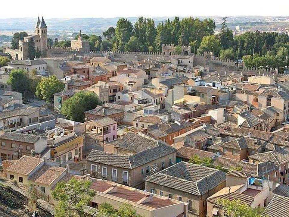 PUERTA DEL SOL Es una obra mudéjar construida, según la tradición, por los Caballeros Hospitalarios como acceso a la ciudad amurallada.