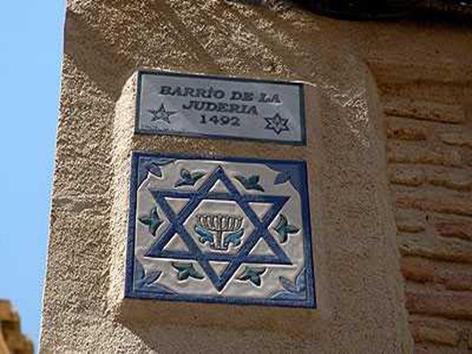 La ciudad de Toledo fue declarada Conjunto Histórico-artístico en 1940, posteriormente la UNESCO le concedió el título de Patrimonio de la Humanidad en 1987.