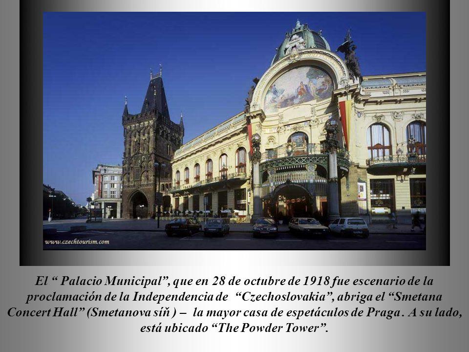 En la parte más antigua de Orloj en Praga – se encuentra el famoso reloj mecánico que fue construído en 1410.