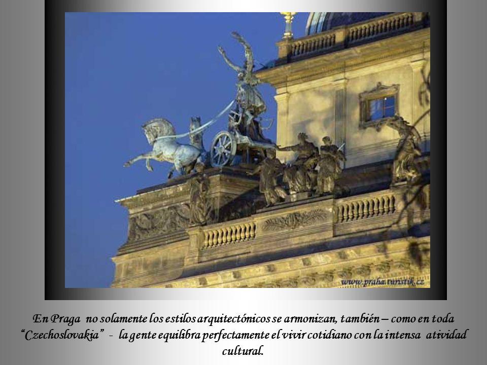 Las escaleras internas del Museo Nacional (Národní muzeum) constituyen un espacio con una acústica especial por ese motivo es el lugar favorito de con
