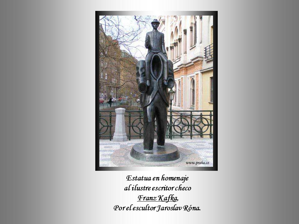 En la tradición checa también se mezcla la cultura con la alegría de vivir - Y surgirán genios iluminados como Dvorak y Smetana en la Música, así como también Kundera e Kafka en la Literatura.