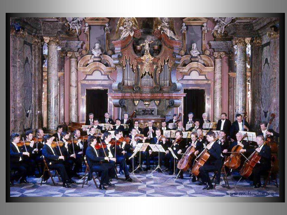 La música ocupa un lugar muy importante en esta cuidad, en cada palacio, en cada iglesia se escuchan todas las noches melodias de grandes compositores