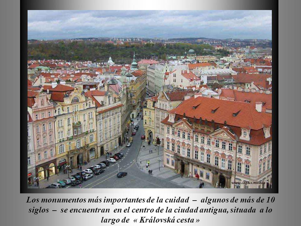 Delza Los monumentos más importantes de la cuidad – algunos de más de 10 siglos – se encuentran en el centro de la ciudad antigua, situada a lo largo de « Královská cesta »
