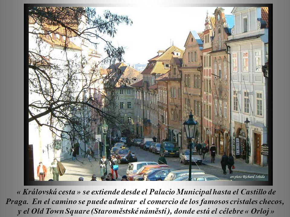 « Královská cesta » se extiende desde el Palacio Municipal hasta el Castillo de Praga.