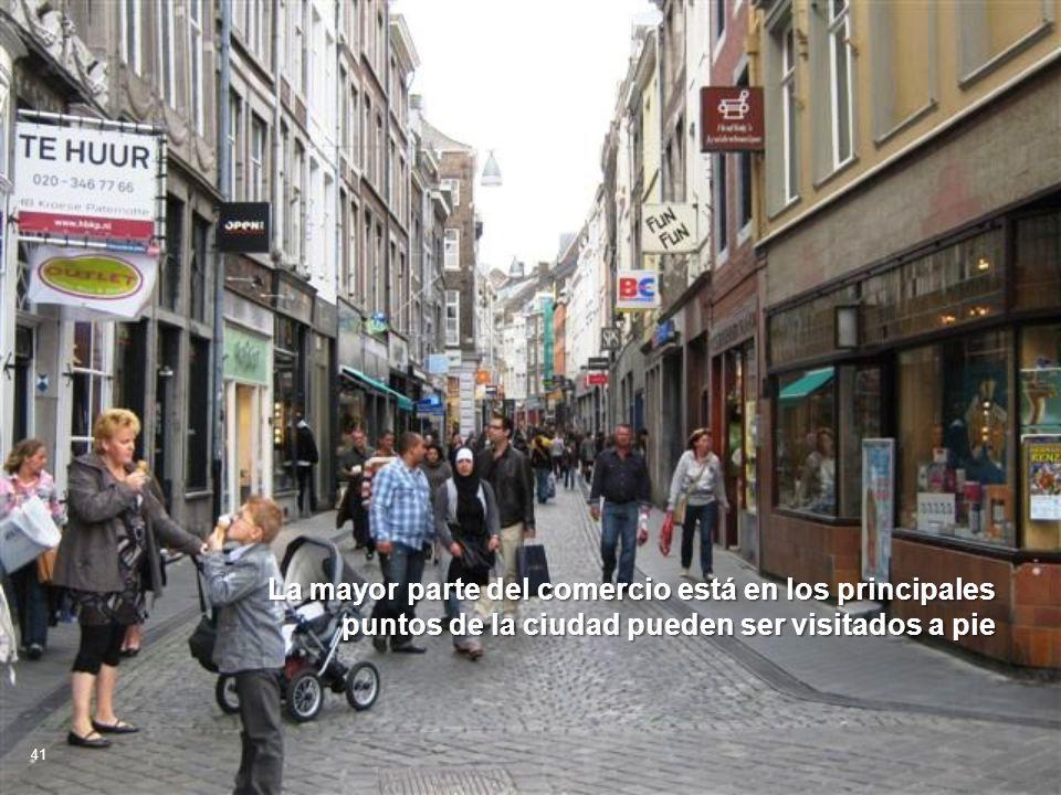 La mayor parte del comercio está en los principales puntos de la ciudad pueden ser visitados a pie 41