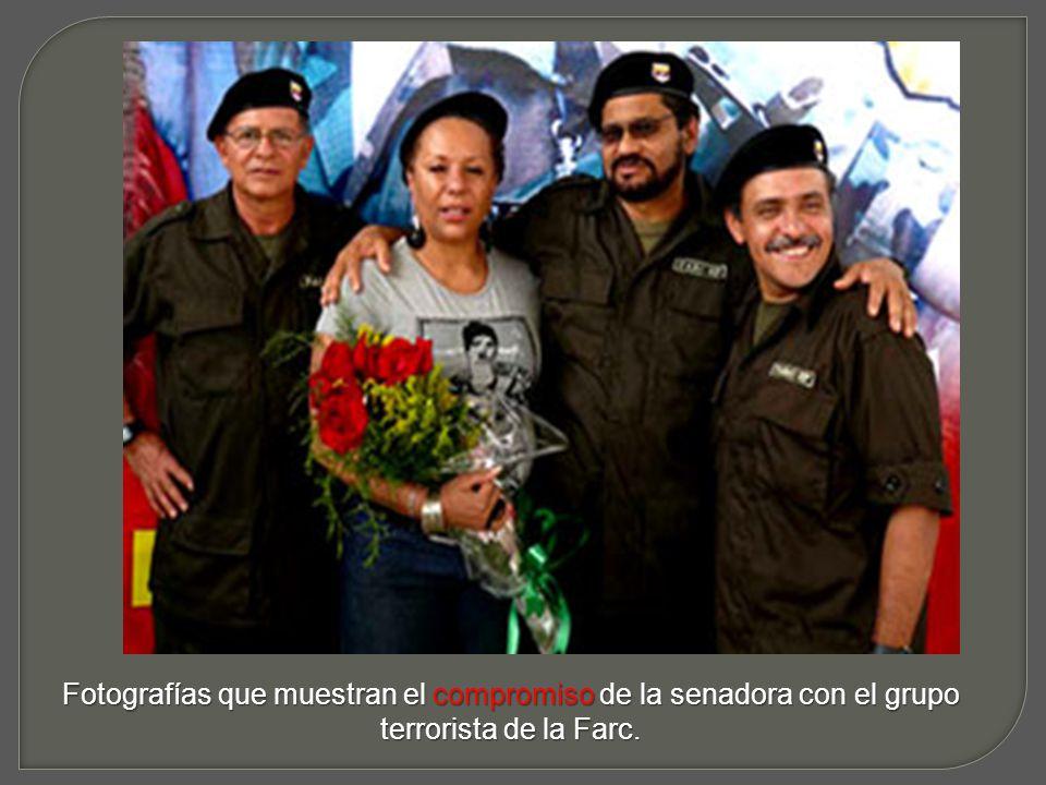 Veámosla en esta imagen, a la siniestra del vergonzoso presidente de Venezuela, cumpliendo con la misión encomendada: Hablar mal de Colombia y sus gobernantes que importa que nos calumnie… de eso algo quedará y será su caida y nuestro beneficio.