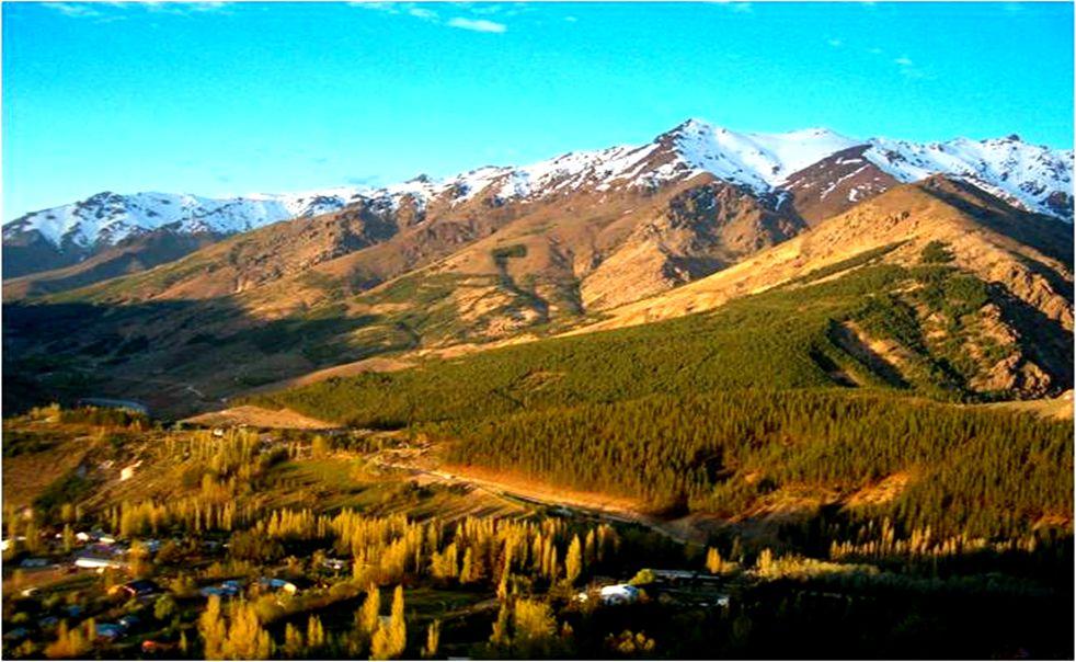ANDACOLLO se encuentra escondida en la Cordillera de los Andes, la localidad es punto de partida hacia parajes de gran belleza. Cuenta con un aspecto