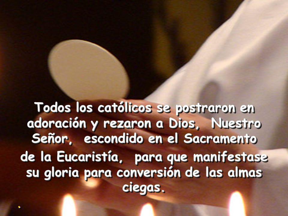 San Antonio celebró la Misa y después, avanzando con el Santísimo Sacramento en las manos, se colocó al lado de un pesebre el cual había sido llenado