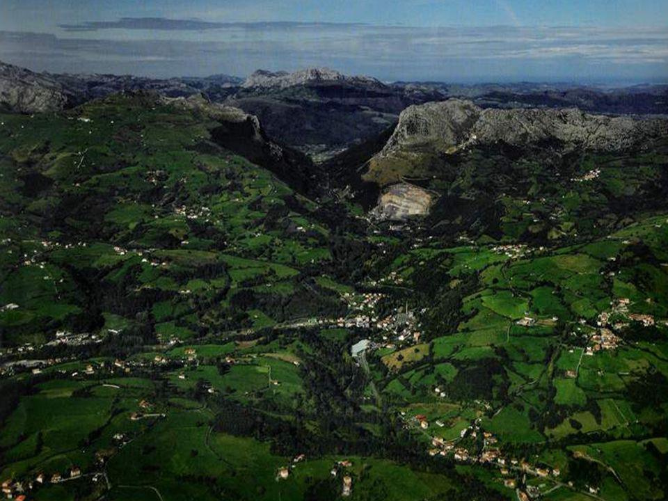 Monte Gorbea ( 1.481 m. ) Cruz Estructura Metálica de 17 m. altura. Año1907.