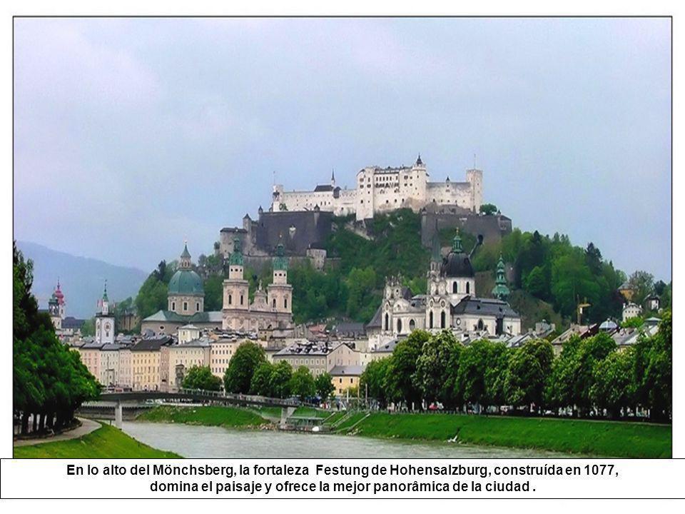 Abrigada en una curva del rio Salzach, la ciudad de Salzburgo se revela como una de las mas acogedoras de Europa. Preservo a lo largo de los siglos su