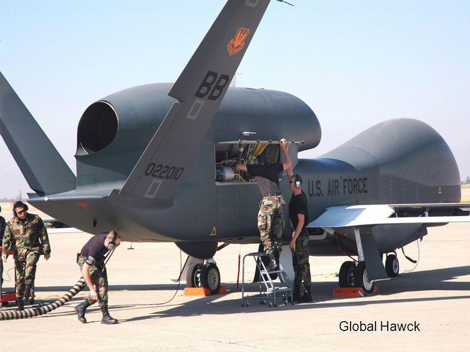 A veces considerados como meros robots que transforman las guerras en videojuegos, los drones tienen poderosas cámaras que muestran mínimos detalles de los combates frente a los ojos del piloto remoto.