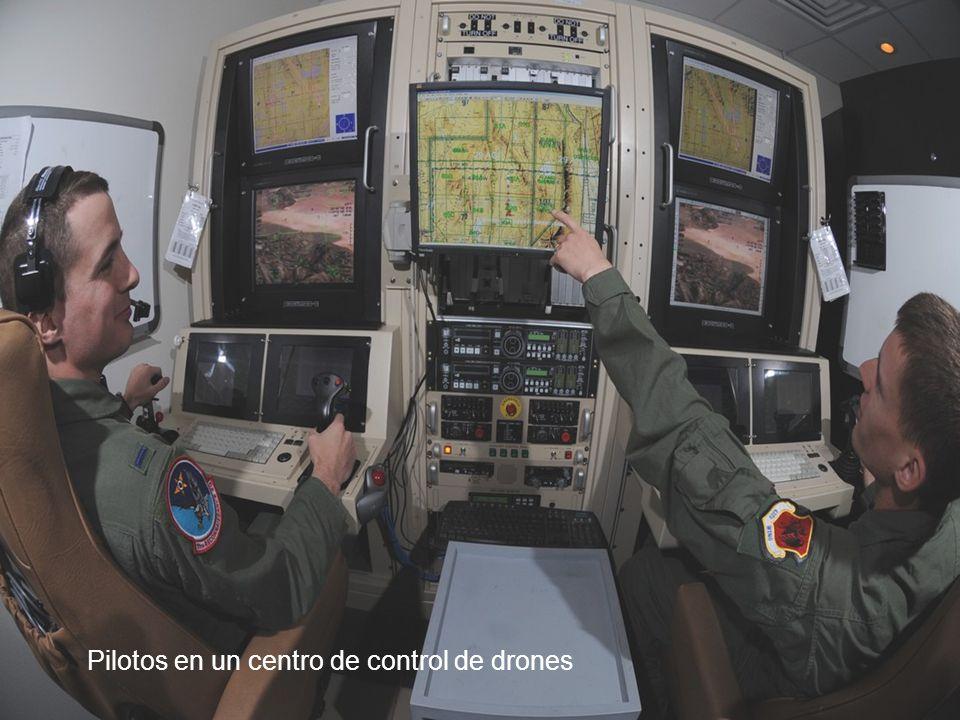 Observan a ese tipo que hace cosas malas, y también lo que hace en su vida de todos los días , dice el coronel Hernando Ortega, jefe de medicina aeroespacial del Comando de Entrenamiento de Educación Aérea, que el año pasado colaboró en la realización de un estudio sobre el estrés en los pilotos de drones.