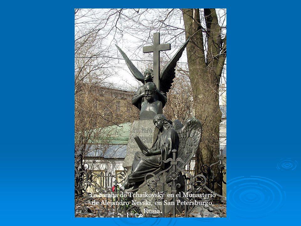 El Zar Alejandro III de Rusia, devoto de la música de Tchaikovsky, le confirió al compositor un premio y una pensión vitalicia.