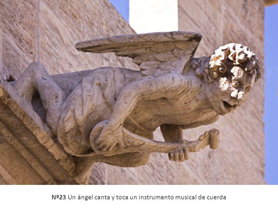 Nº23 Un ángel canta y toca un instrumento musical de cuerda