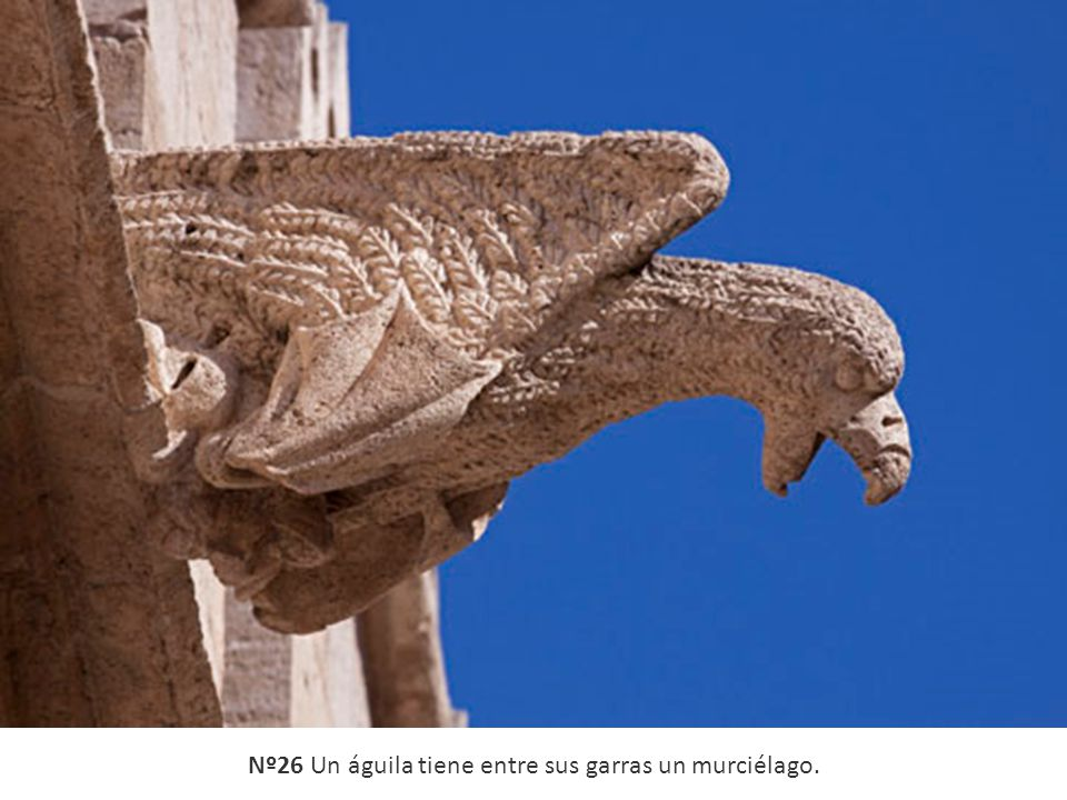 Nº26 Un águila tiene entre sus garras un murciélago.