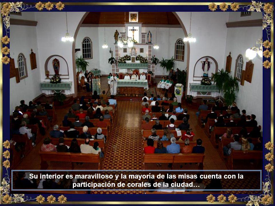 La linda Catedral de Nuestra Señora del Perpetuo Socorro, patrona de la ciudad, que tiene amplia mayoría de población católica…