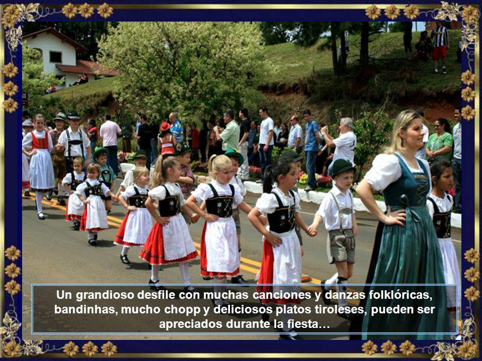 Ahí está él, el maestro, participando del gran desfile que la Colonia Tirolesa realiza a mediados de octubre de cada año, durante la realización de la grande TIROLERFEST…