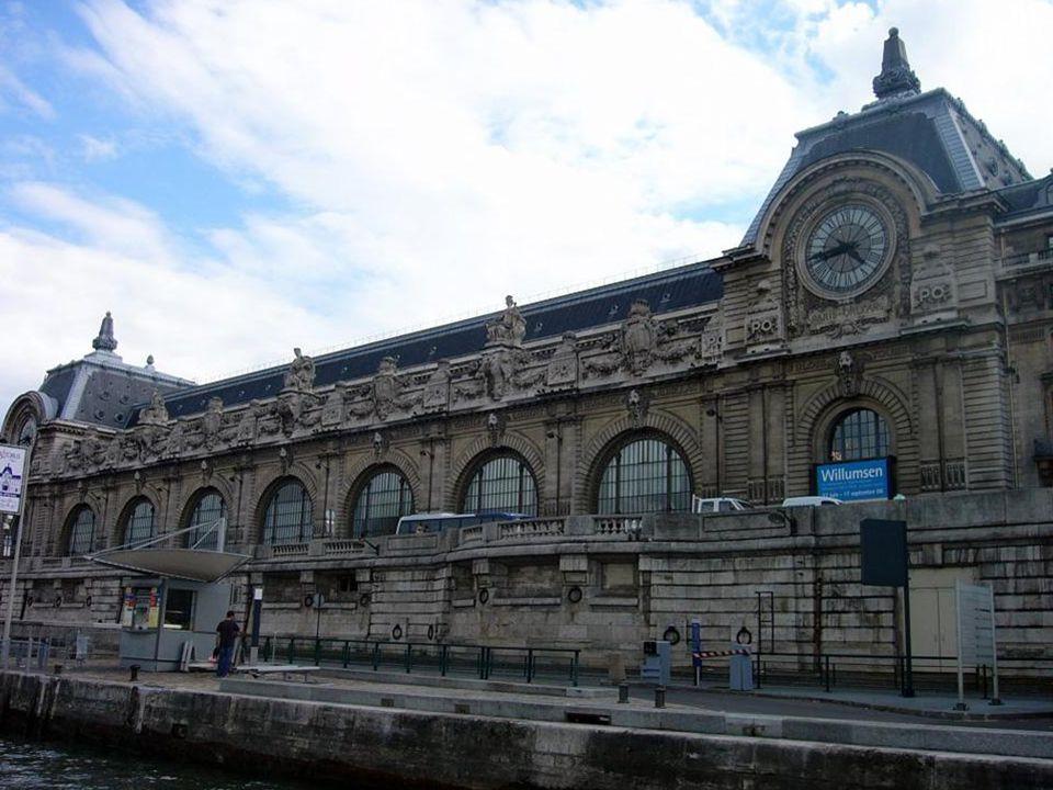 Tras dos años de construcción, el 14 de julio de 1900 se inauguraron la estación y el hotel para la Exposición Universal. Se utilizaron 12.000 tonelad