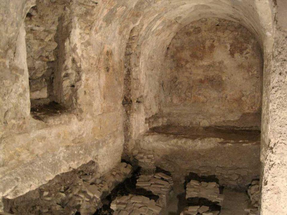 La torre de la Calahorra es una torre almohade de fines del siglo XII y principios del XIII. Se trata de una construcción de planta rectangular, de or