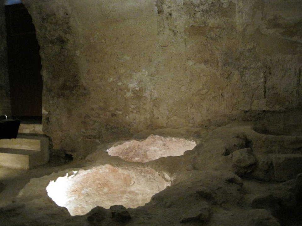 Una visita ineludible son los baños árabes, situados bajo el convento de Nuestra Señora de la Mercé