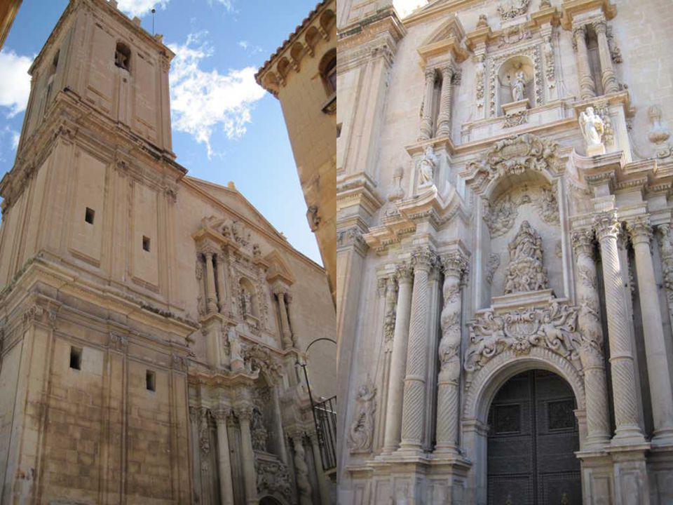 La Basílica de Santa María está ubicada en el lugar que en época musulmana ocupó la mezquita principal.