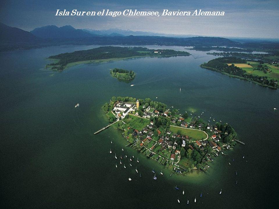 Isla Sur en el lago Chlemsee, Baviera Alemana