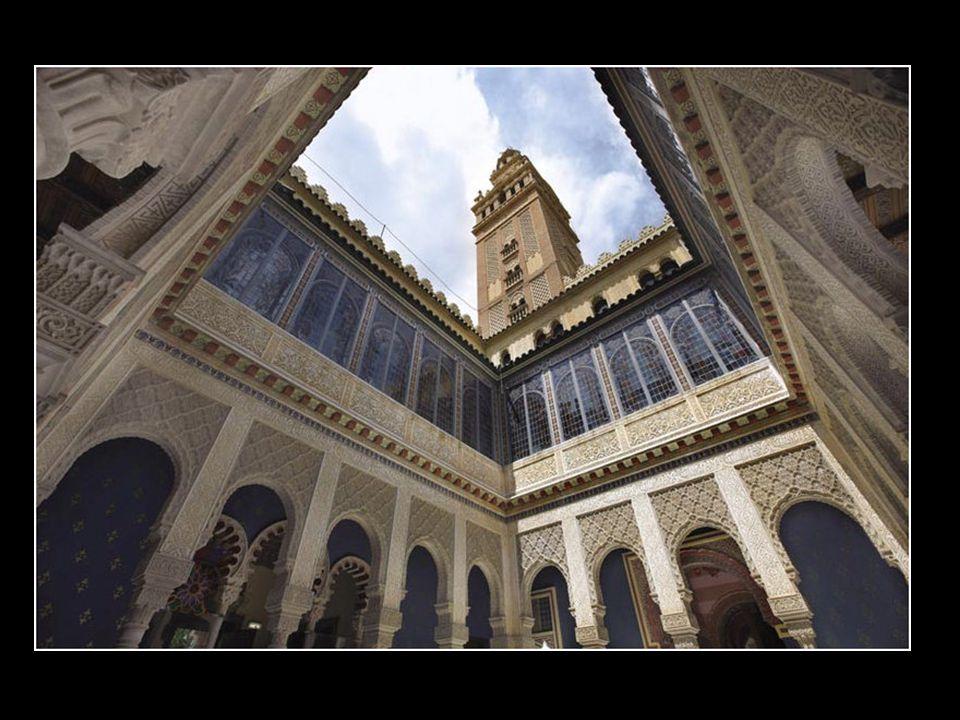 Representa uno de los conjuntos más sorprendentes del neomedievalismo islámico de Catalunya. Su máxima expresión es el patio central.