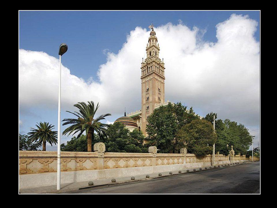 La Giralda de lArboç del Penedès, en la provincia de Tarragona, es un palacete que contiene lo más significativo de Al-Andalus. Actualmente, es uno de