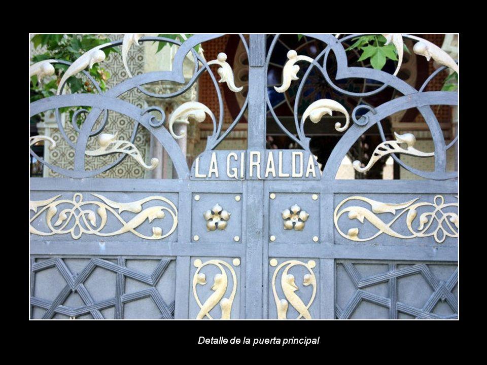 Detalle de la puerta principal
