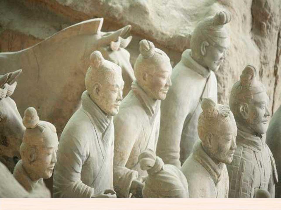 En Xi´am se encuentran los famosos guerreros de terracota del Emperador Qui Shi Huang. El Ejército de Terracota (Bingma Yong) se halla a 28 Km al este