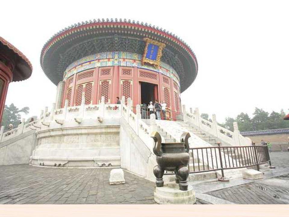 Templo del cielo Es el mayor templo de su clase en toda China. Fue construido en 1420 y tanto la dinastía Ming y Quing lo utilizaron para rogar por la