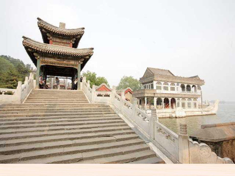 PALACIO DE VERANO BEIJING El Palacio de Verano es un jardín situado a unos 12 km del centro de Pekín, en la República Popular China. Desde el año 1998