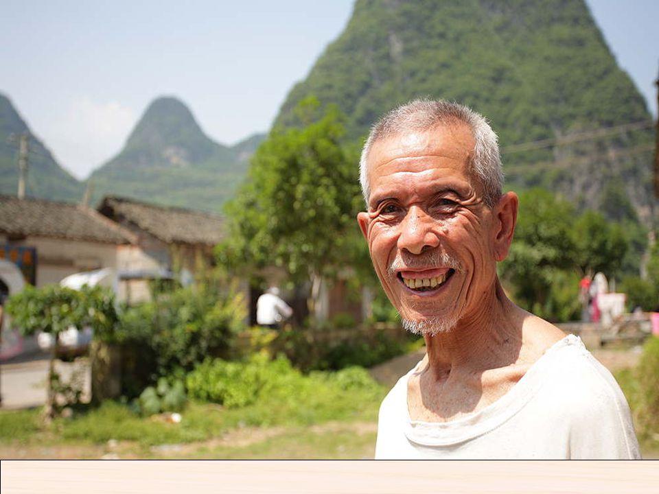 Vivienda tradicional de campesinos Cerca de Yangshuo Yangshuo es una localidad china ubicada a orillas de los ríos Yulong y Lijiang (también conocido