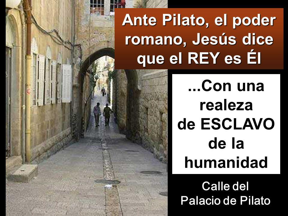 PILATO Apenas se hizo de día, los sumos sacerdotes, con los ancianos, los escribas y el Sanedrín en pleno, se reunieron, y, atando a Jesús, lo llevaron y lo entregaron a Pilato.